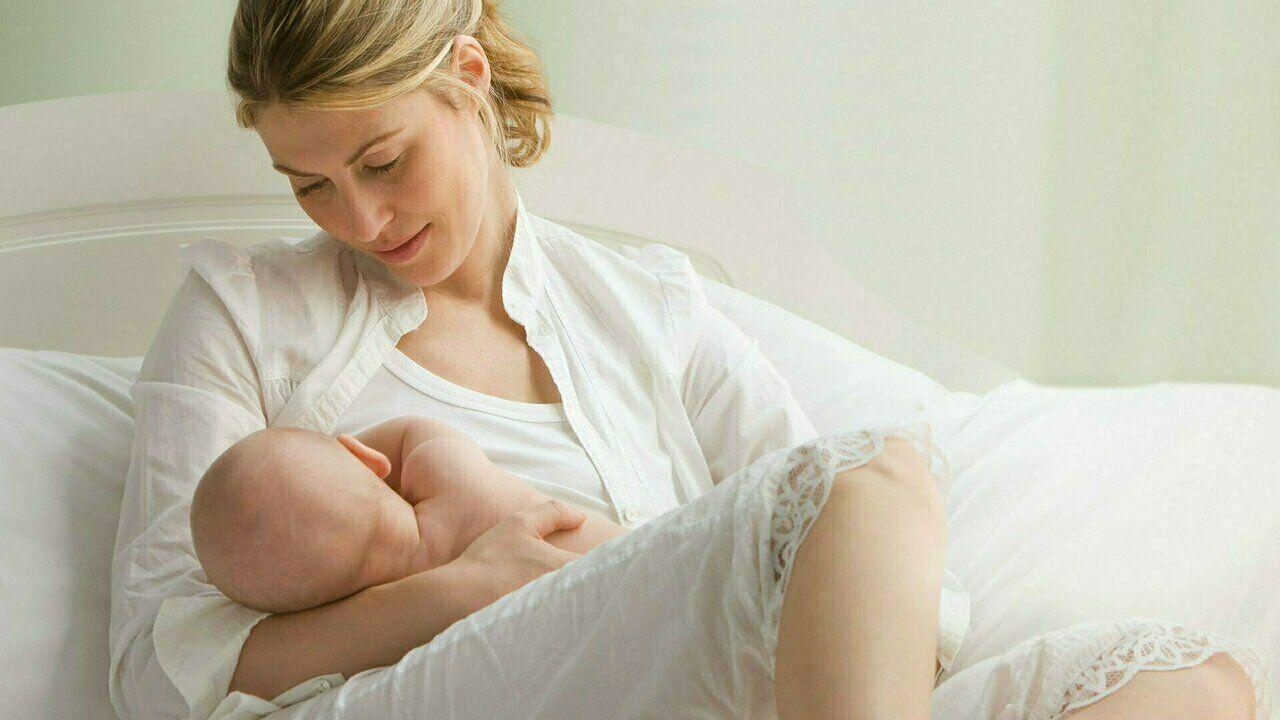 عصائر تزيد من إدرار الحليب عن الأم