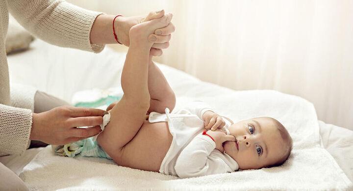 ما هي أسباب وجود دم في حفاض الطفل؟!