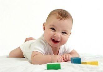 جدول تطور الطفل: من 1 إلى 6 أشهر