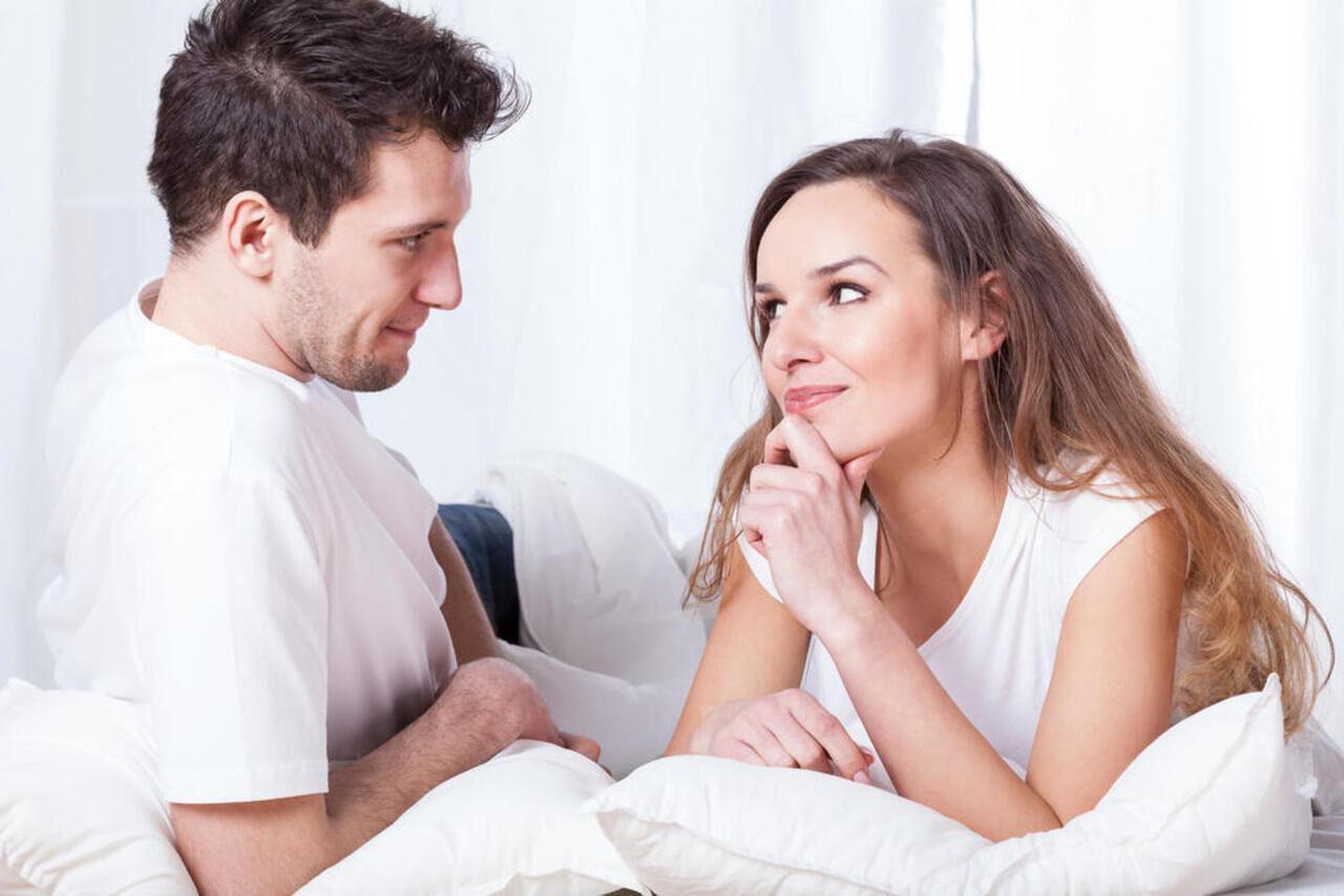 لماذا تطلب النساء الأمور بشكل غير واضح؟