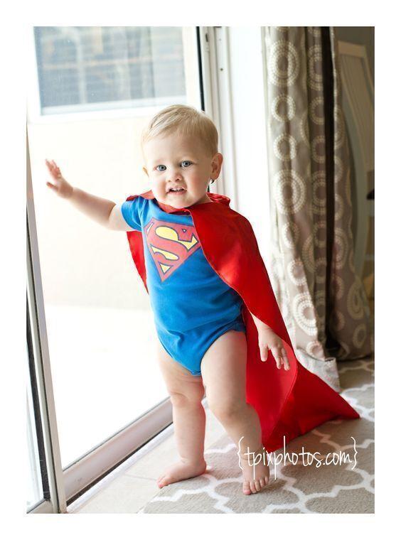 ماذا تفعلي إن أصر طفلك على إلقاء نفسه من النافذة ليطير مثل سوبر مان؟
