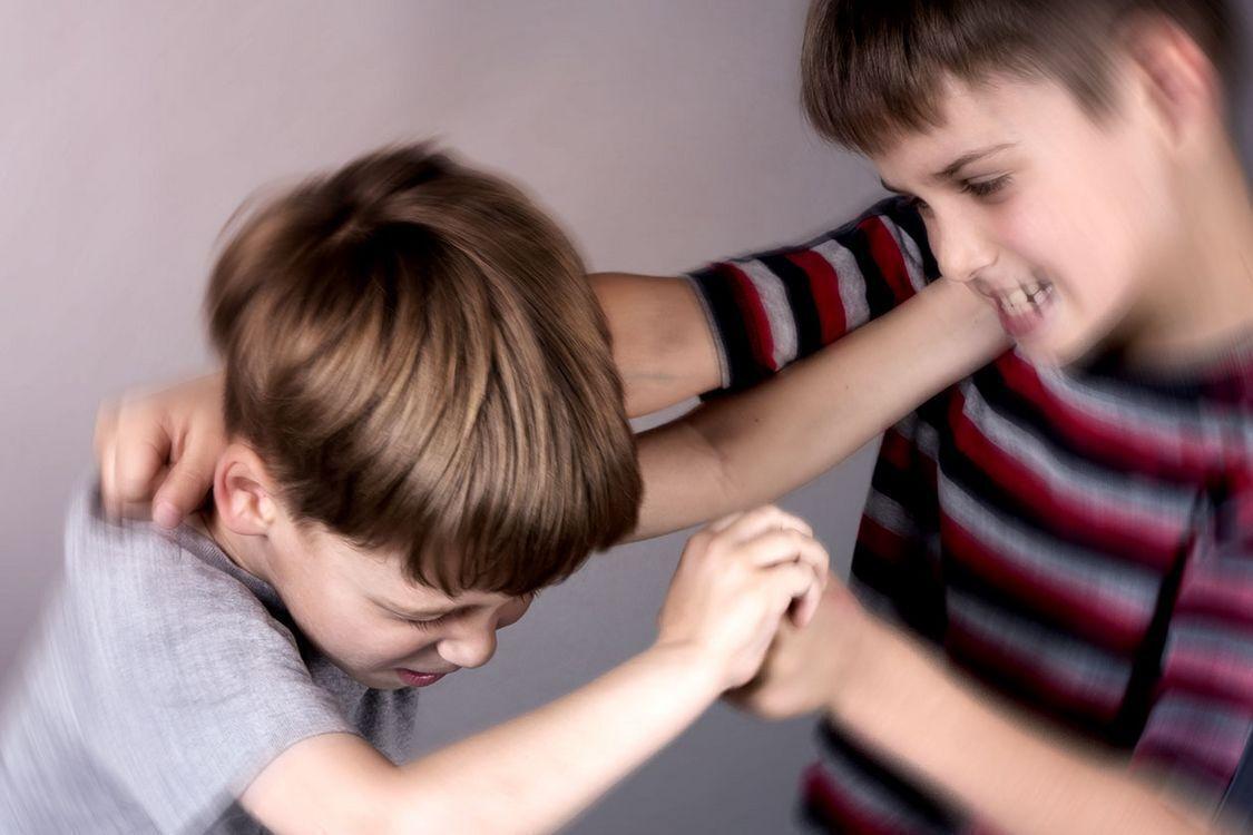 """آمان وتربية """" كيف تتعاملين مع طفلك العدواني"""