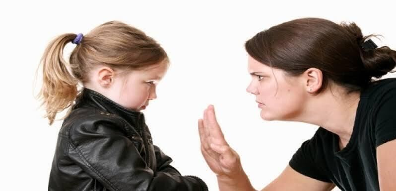 كيف تكفين عن الصراخ في أطفالك؟
