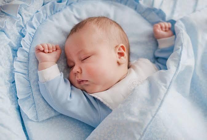 طرق خاطئة لنوم الطفل تؤدي إلى الموت المفاجىء