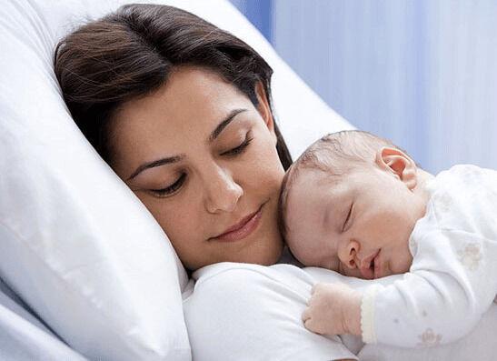 هذه الأعراض ستفاجئك بعد الولادة