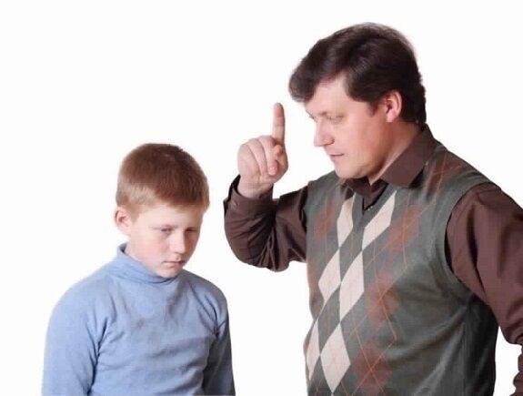 كيف تتعاملين مع الأب القاسي على أولاده؟