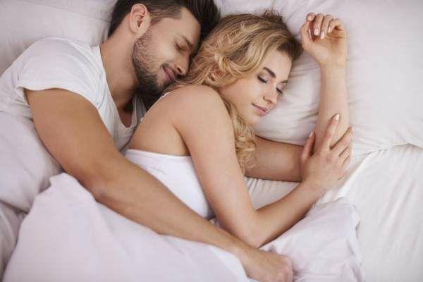 علامات يقوم بها الرجل بعد العلاقة الحميمية تدل أنه يحبك