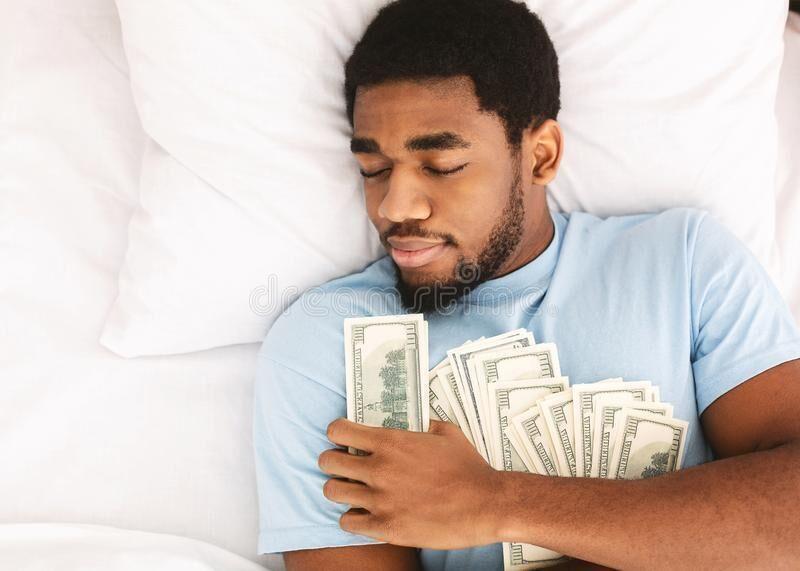 كيف يعطيكي زوجك الكثير من المال مهما كان بخيلًا؟