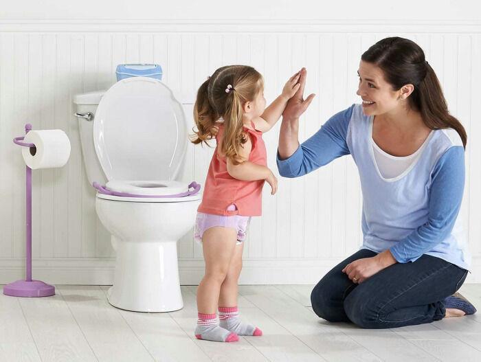 عودي طفلك على الحمام بهذه الطرق