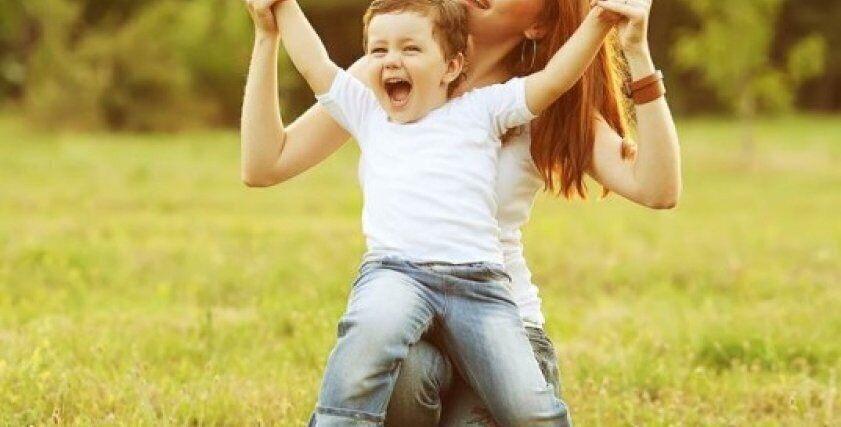 كيف تعلمين طفلك أن يكون حرًا في حياته بخطوات بسيطة؟