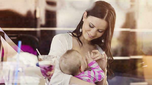 لماذا يرفض طفلكِ فجأة ثدياً واحداً؟