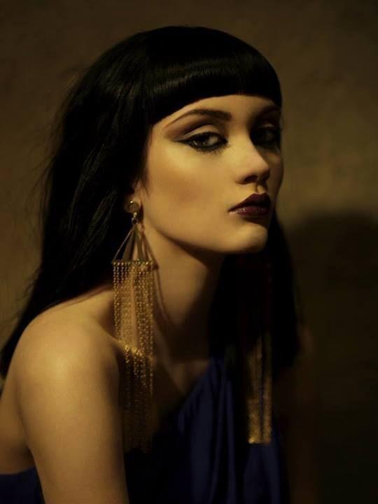 هل تعتقدين أن هناك امرأة حكمت العالم بجمالها؟