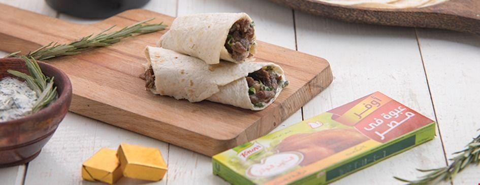 شاورما اللحم بصلصة الكزبرة والنعناع