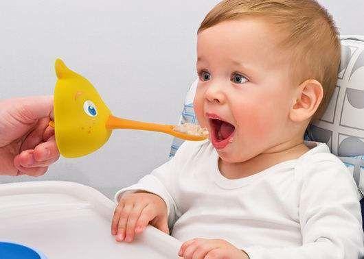 متى أبدأ في إدخال الطعام لطفلي؟
