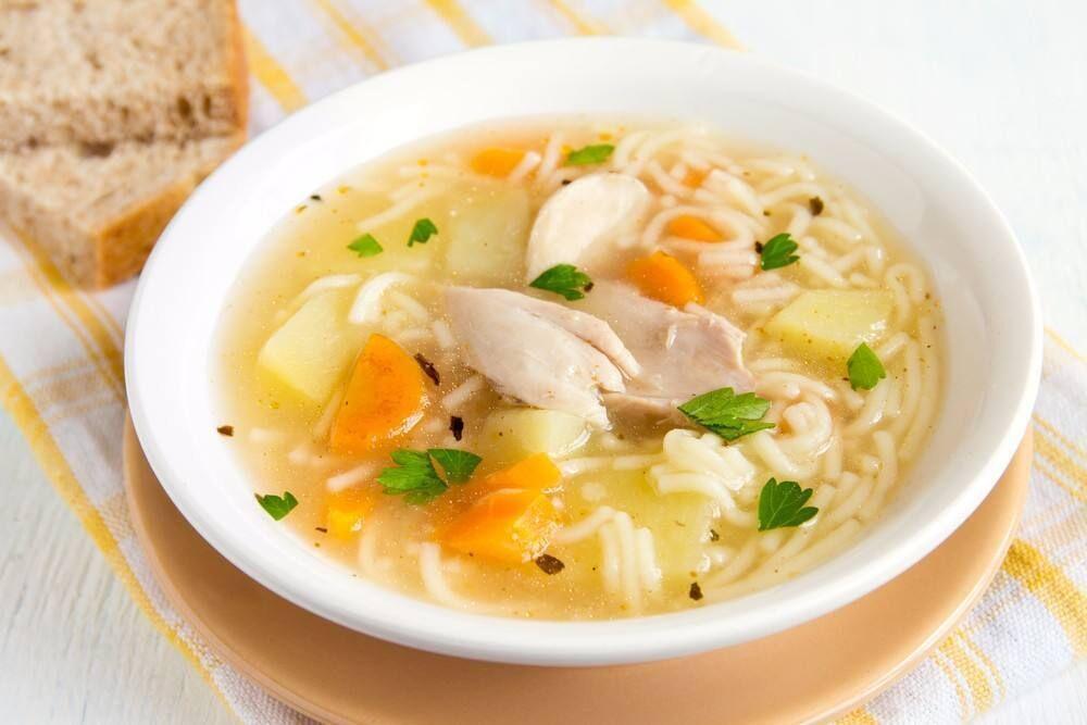 طريقة عمل شوربة الدجاج من المطبخ اليوناني