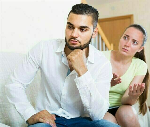 لماذا يخفى الرجل مشاعره عن زوجته؟