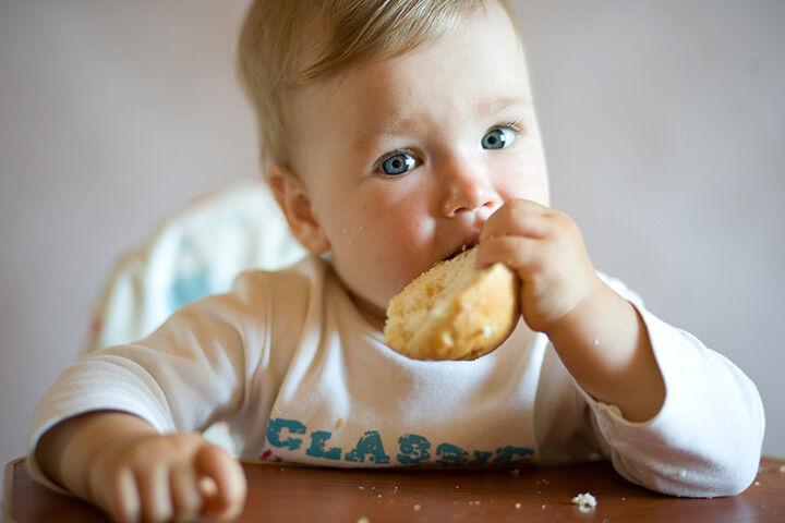 أعراض حساسية الرضيع للقمح ومشتقاته