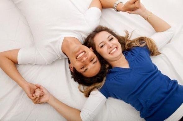 كيف تلبين رغبات زوجكِ الجنسية أثناء الدورة الشهرية؟