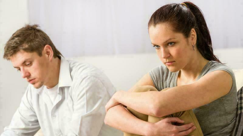 زوجي يضايقني أثناء العلاقة الحميمية .. ماذا أفعل ؟