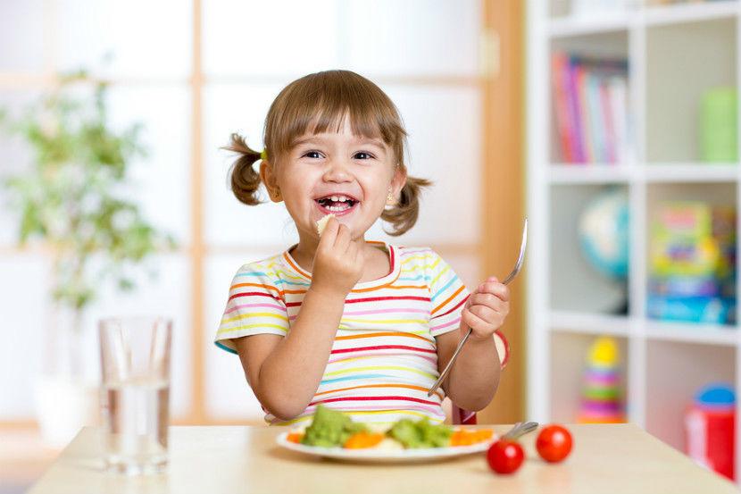 أطعمة ممنوعة عن الاطفال في السنة الأولى والثانية
