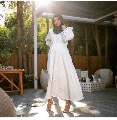8a6afc01b980c ... تعتمد على هذه ال قصة من الفساتين، ولكن نحذرك عزيزتي من ارتداء الكعب  العالي، فيمكنك اعتماد الأحذية الأرضية المخملية، وستحصلين على نفس النتجية  أيضا.